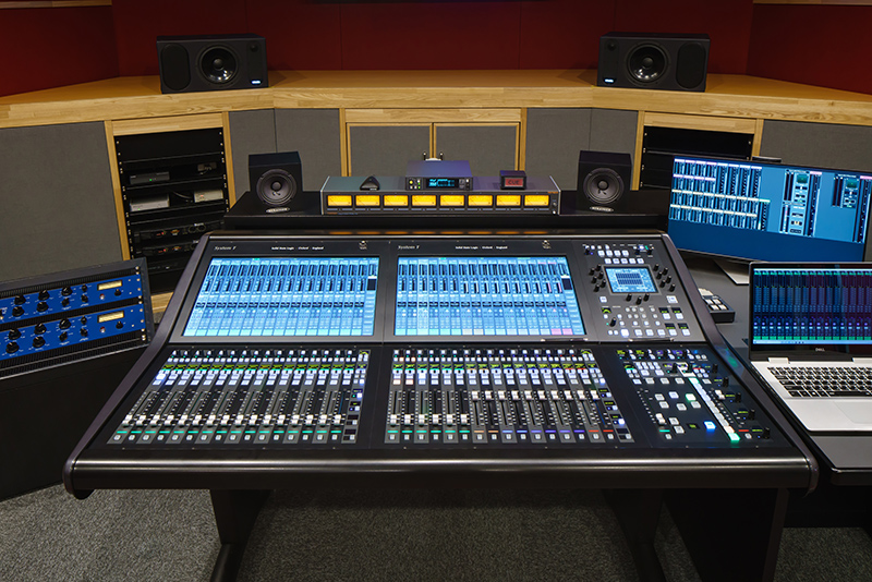 We introduced the latest console into MA studio of TOHO GAKUEN Sound Technology College!